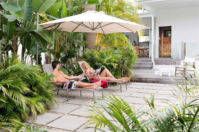 courtyard%20%28Small%29 Byron Cove Beach House